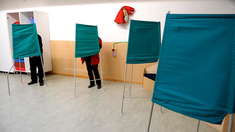 Röstbås i en vallokal.