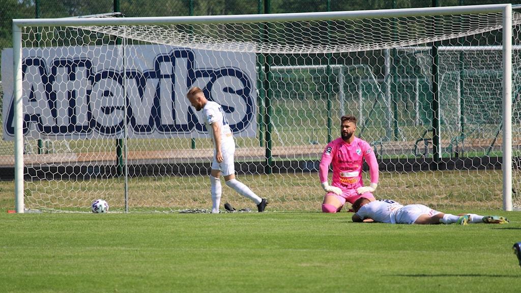 Besvikelse i IFK Berga efter att ha släppt till ett mål.