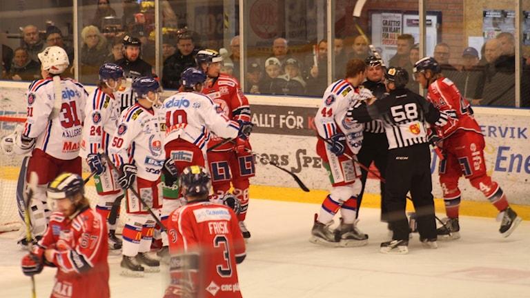 Spelare i Västerviks IK och IK Oskarshamn.