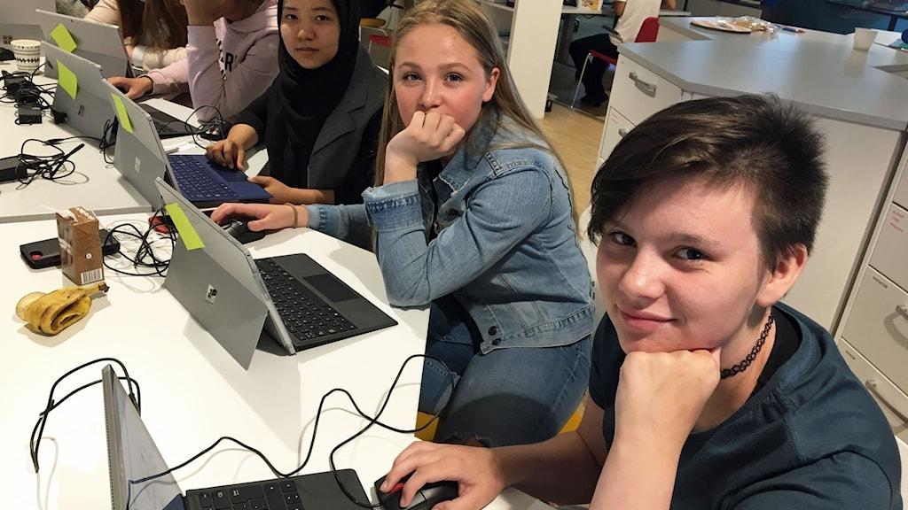 Teknikkollo för tjejer i Hultsfred. Från vänster: Samira Mahmoudi, Lisa Norrlander och Molly Hagelin.