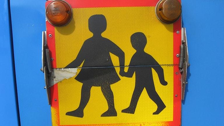 En skolbusskylt