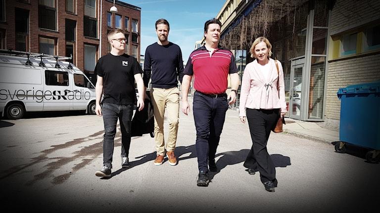 Kalmar FF-panelen med Viktor Blomberg, Joachim Lantz, Magnus Krusell och Karolina Sörman går längs en gata.