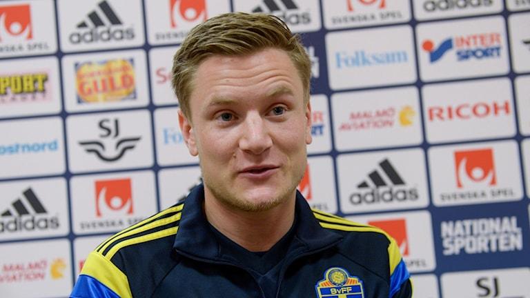 Mattias Johansson i landslagskläder.