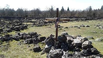 Kors rest på Ismantorps fornborg