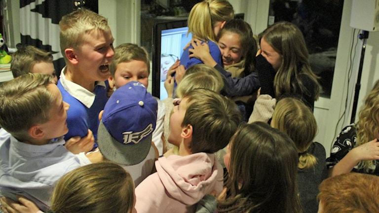 Rinkabyholmsskolan firar segern.