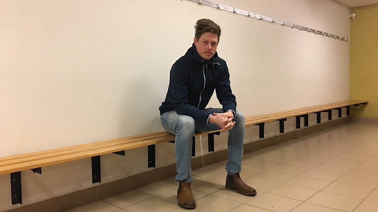Nicklas Wiberg idrottsonsulent Smålandsidrotten i ett omklädningsrum