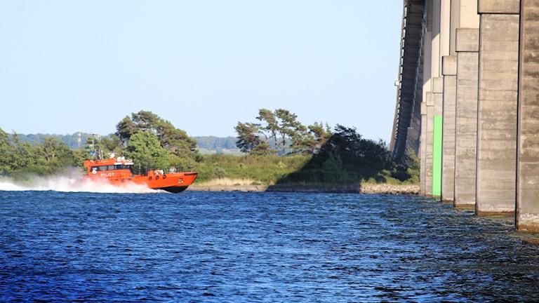 Räddningsbåt vid Ölandsbron.