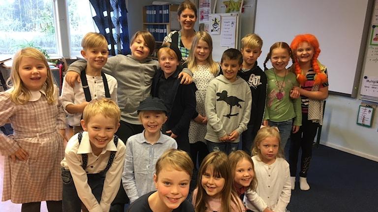 skolbarn i Torsås utklädda till astrid lindgrenfigurer