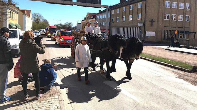 Två nordsvenskar hästar deltog i kortegen från den gamla brandstationen till den nya