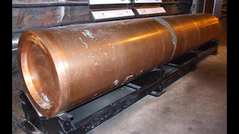 En kopparkapsel, avsedd för förvaring av uttjänt kärnbränsle, på Äspölaboratoriet. Foto: Hasse Carlsson