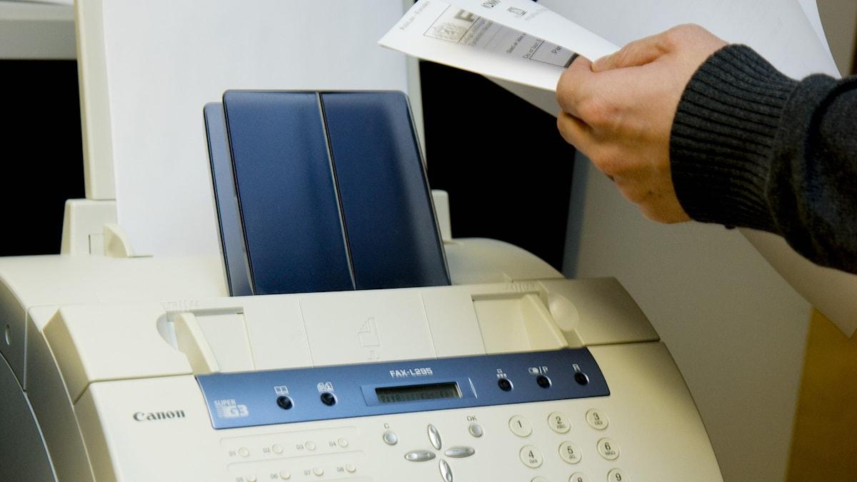 En fax.