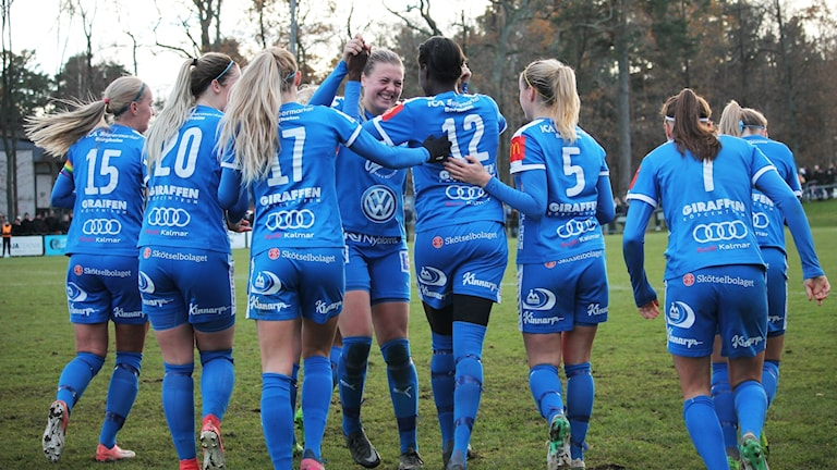 IFK Kalmar-spelare jublar.