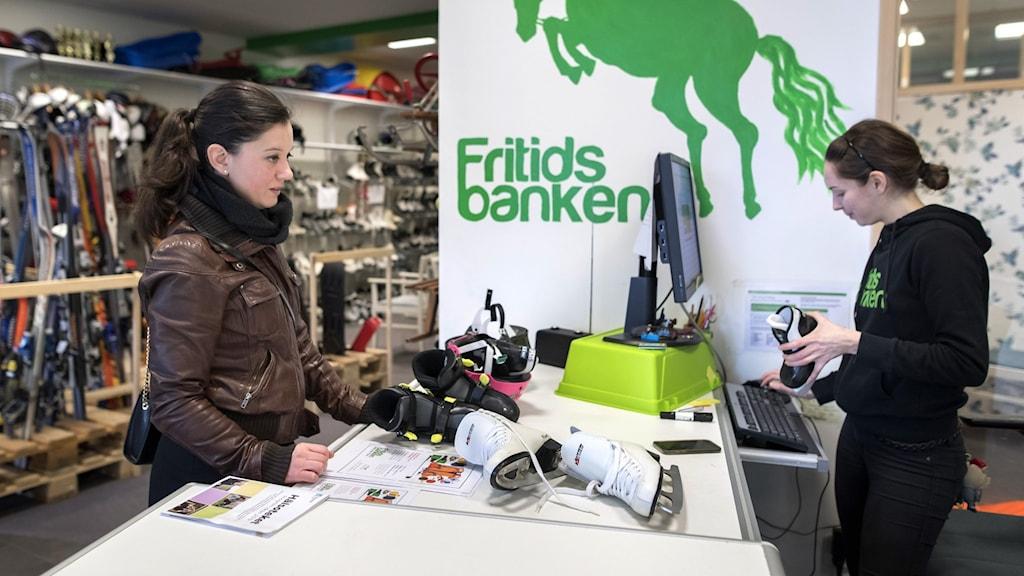 På Fritidsbanken kan man låna sport och fritidsutrustning gratis.