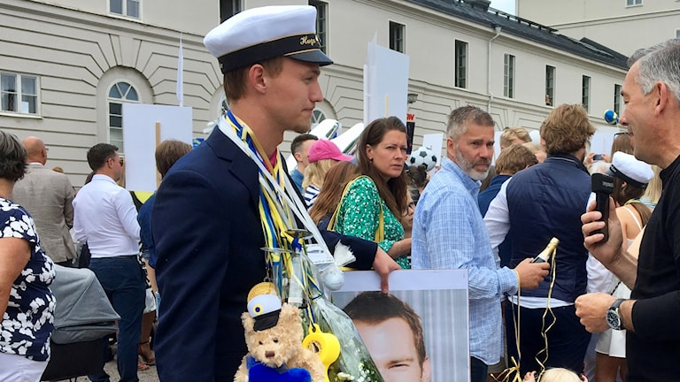 Studenter utanför Stagneliusskolan i Kalmar.