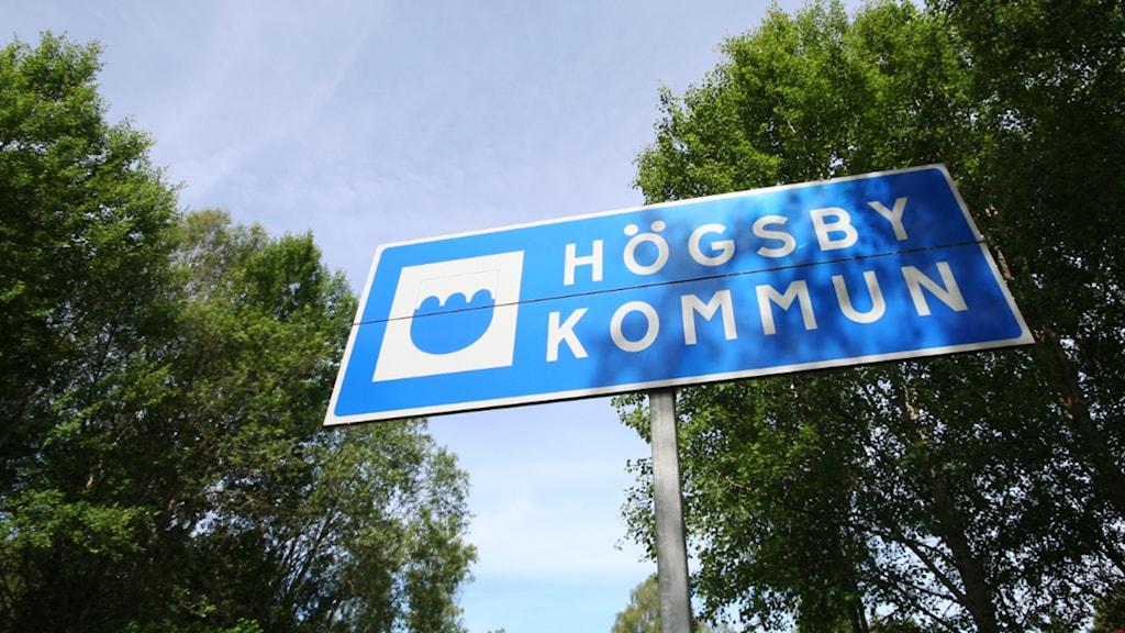 Skylt: Högsby kommun. Foto: Nick Näslund/Sveriges Radio.