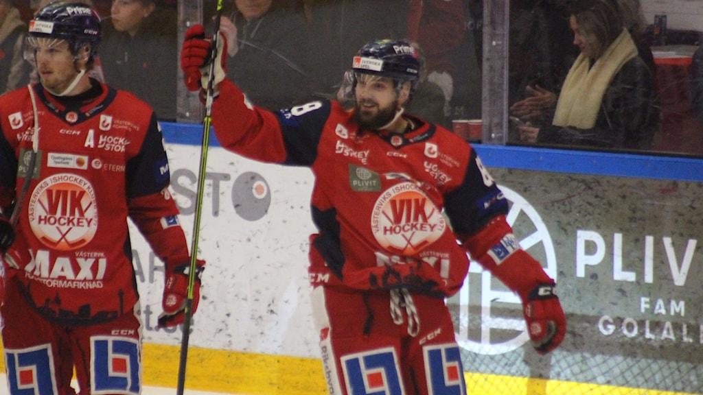 Västerviks Joakim Hagelin har precis gjort mål.