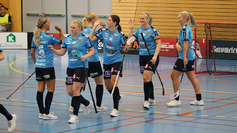 FBC Kalmarsund-spelarna firar