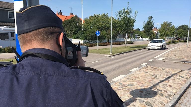 Polis mäter hastighet