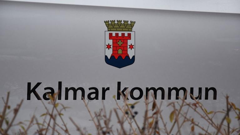 Texten Kalmar kommun och kommunvapnet