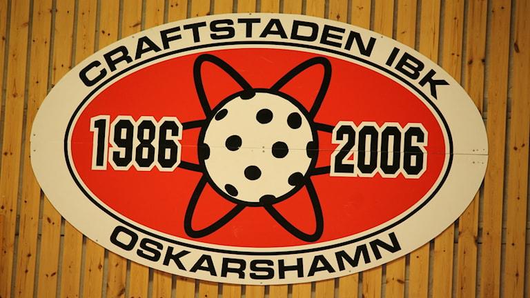 Craftstaden IBK klubbmärke på en vägg.