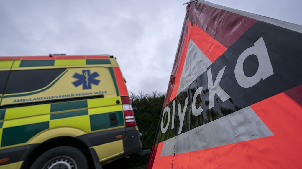 Ambulans och olyckstriangel.