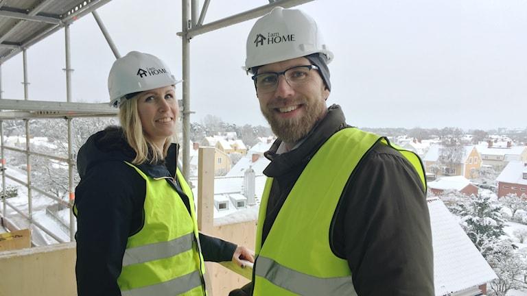 Petra Wertheimer och Niklas Andersson i hjälmar med utsikt.