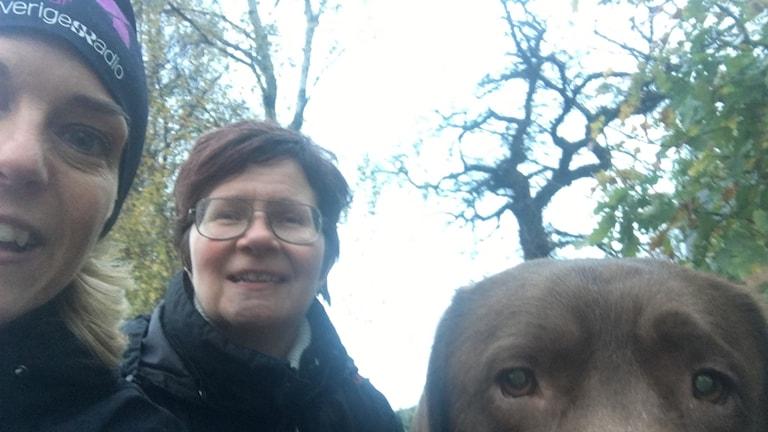 Emma Sandebäck, Cecilia Dahlberg och labradoren Marabou