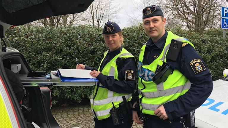 Marie Gustafsson och Daniel Wreibo poliser i arbete