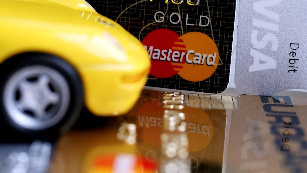 En bil och kreditkort.