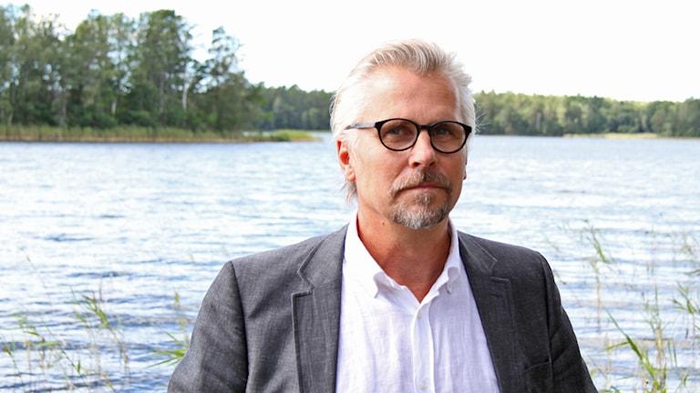 Ruben Öberg vid sjö.