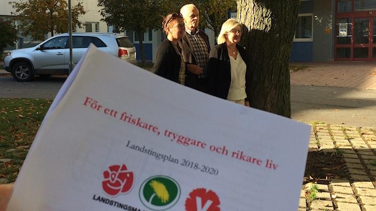 Landstingsplanen för 2018 till 2020 framför politiker.
