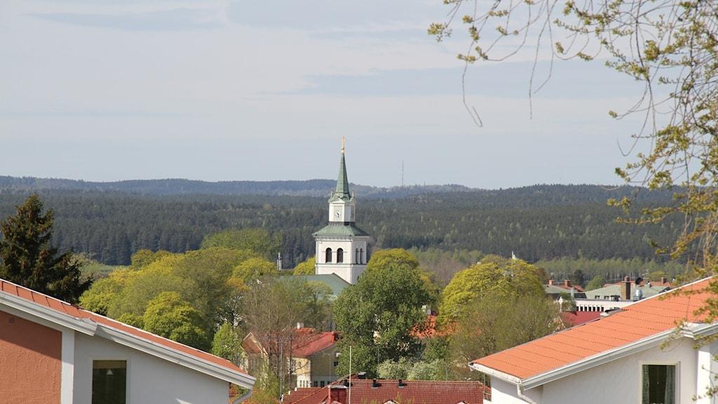 Vy över Vimmerby med kyrkan i bakgrunden.