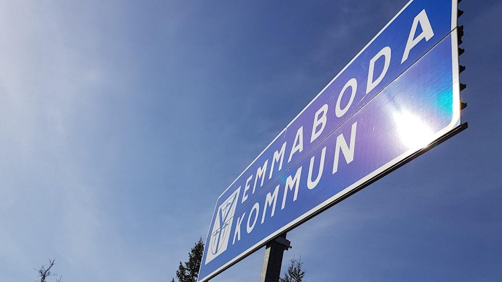 Emmaboda kommuns gränsskylt.