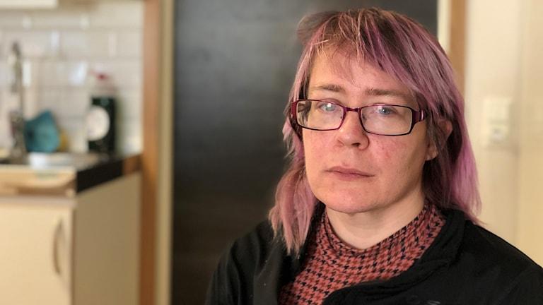 Evelin Lindgren från Kalmar tvingades flytta från sin egna lägenhet.