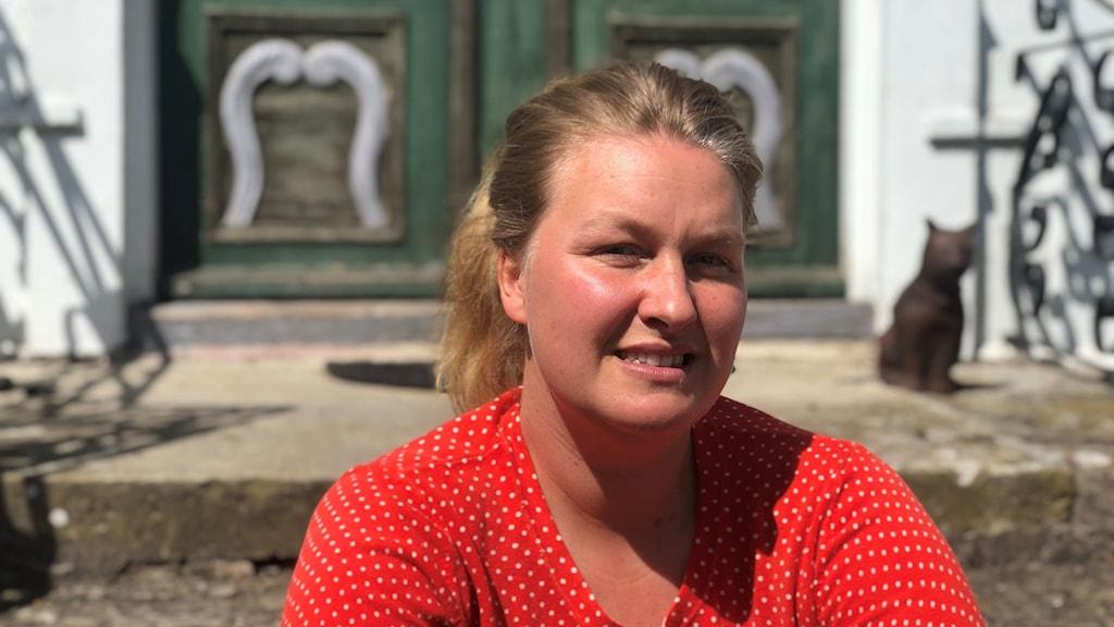En porträttbild av författaren Anna Winberg Sääf.