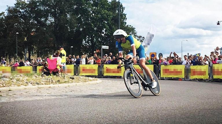 Ironman-deltagare på cykel.