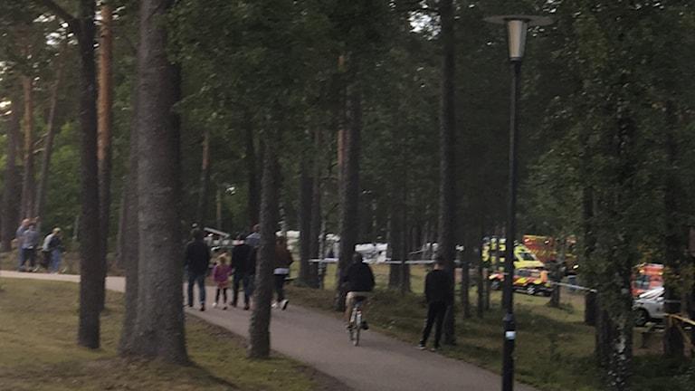 Polis och ambulans är på plats vid Linneasjön