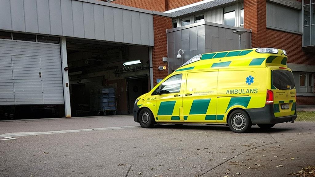 Ambulans och sjukhus.