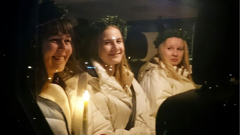 Luciatåg i bil.