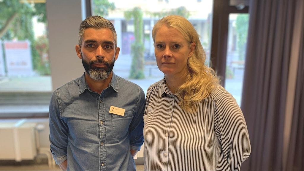 Lena Renholm och Stefan Zumatea, områdeschef respektive enhetschef för Ungfritid och mötesplatser i Eskilstuna. Foto: Annika Dahlgren/Sveriges Radio.