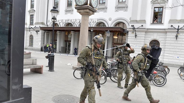 Polis utanför Centralen