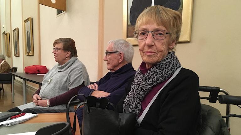 Kerstin Lagberg sitter i en sal i stadshuset i Eskilstuna