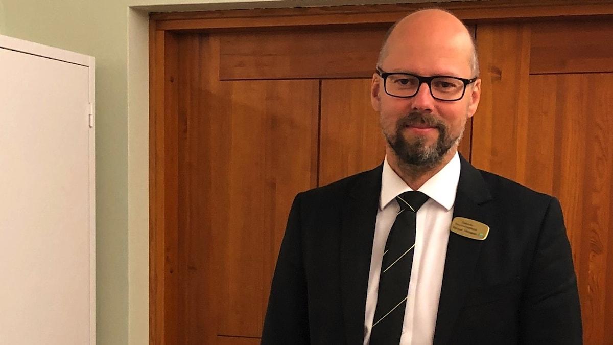 Begravningsentreprenör Samuel Vikningson i Katrineholm.Begravningsentreprenör Samuel Vikningson