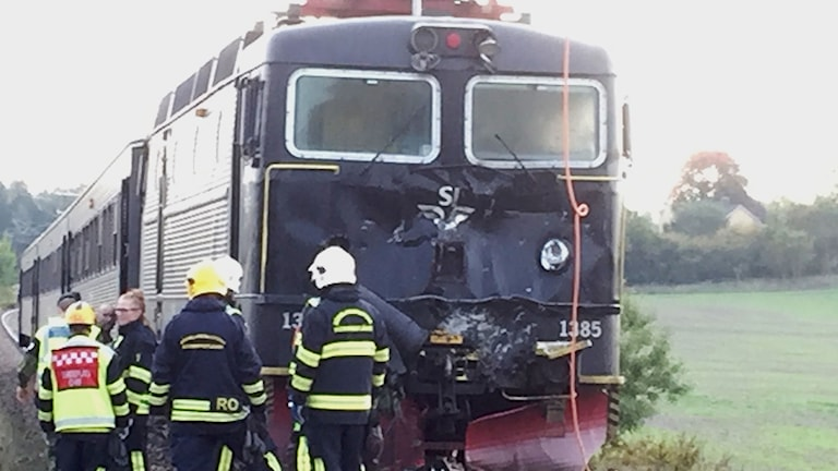 The locomotive after colliding with the Patria armoured vehicle.