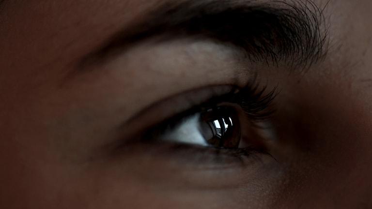 Öga på en mörk tjej