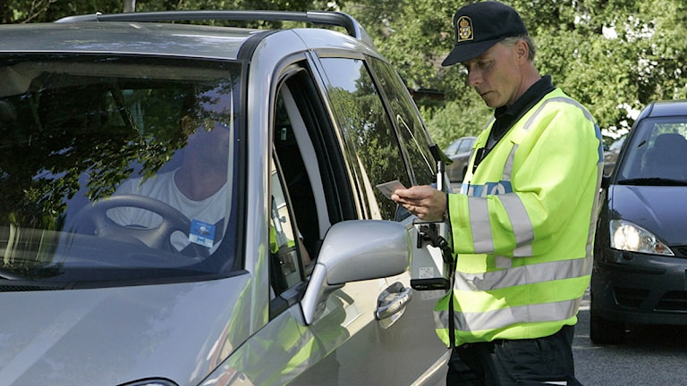 Polis och bilar. Foto: Bertil Ericson/Scanpix