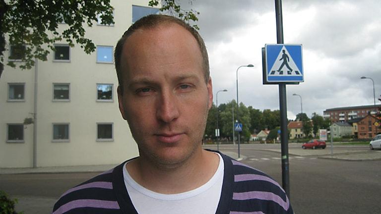 Martin Ulvenhag är kritisk till att polisledningen vill anställa fler civila utredare.