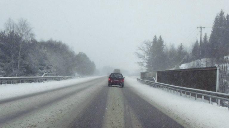 Snöig motorväg. Foto: Mons Brunius/Scanpix.