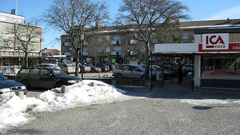 Fröslunda, Eskilstuna. Bild på torget och butiken. Foto: Andreas Ericson./Sveriges Radio