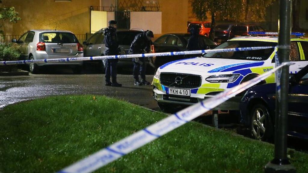Polisbil och avspärrningsband. Foto: Filip Lundh.